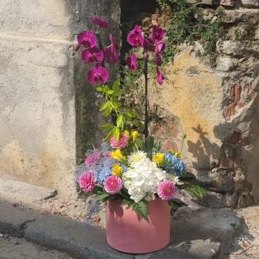 Aranjament floral cu orhidee și flori proaspete