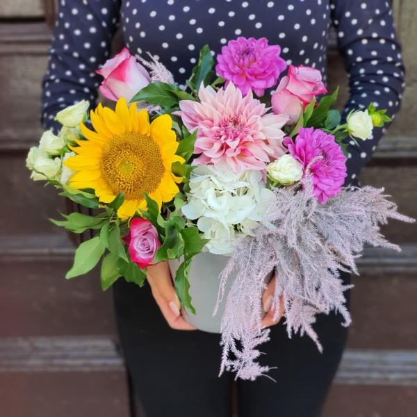 Aranjament cu dalii și floarea-soarelui