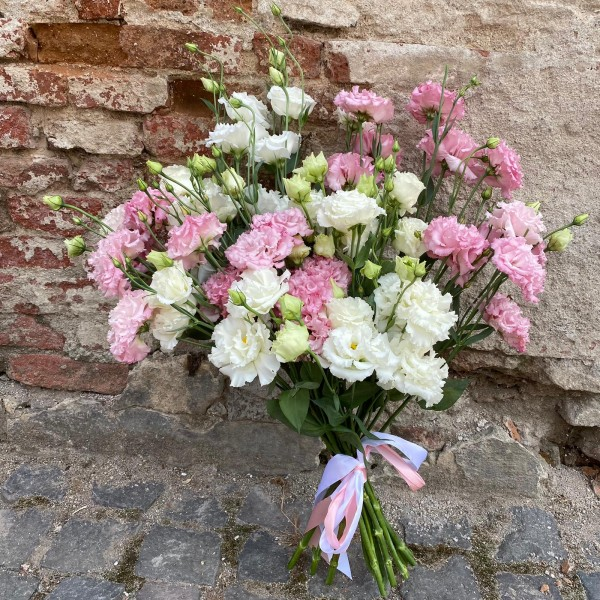 Buchet cu eustoma alb și roz