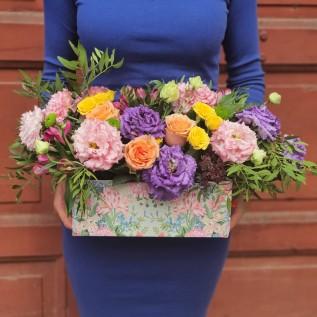 Aranjament floral colorat cu eustoma