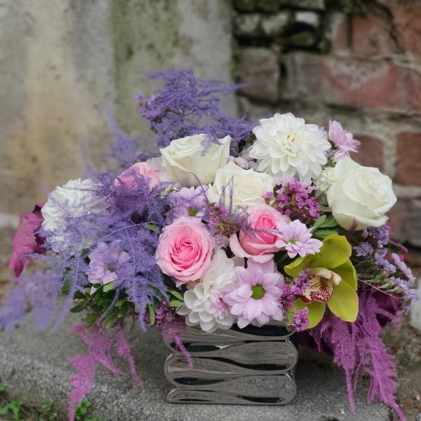 Aranjament cu flori pastelate