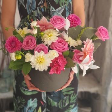 Aranjament cu trandafiri și dalii