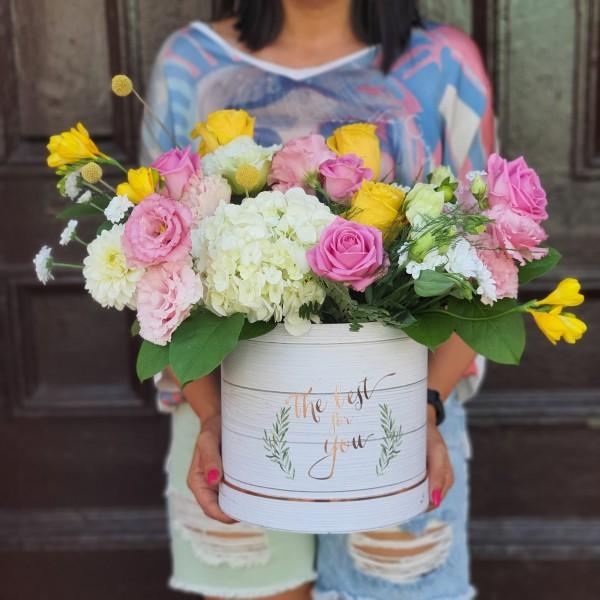 Aranjament floral în cutie cilindrică