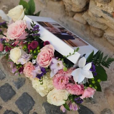 Aranjament floral în cutie personalizată cu poză