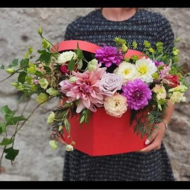 Aranjament floral în cutie tip inimă