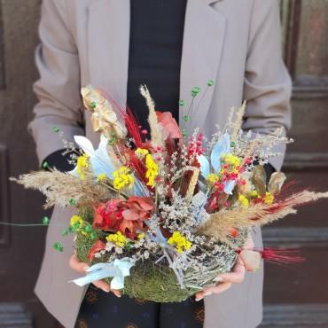 Aranjament colorat cu plante uscate