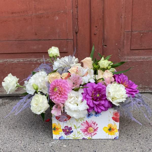 Aranjament floral cu dalii și eustoma