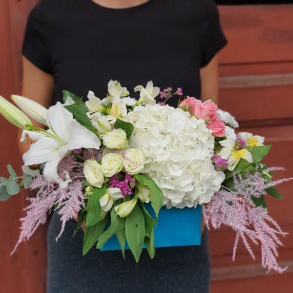 Aranjament floral cu crini
