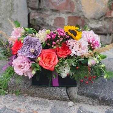 Aranjament floral în cutie cu capac