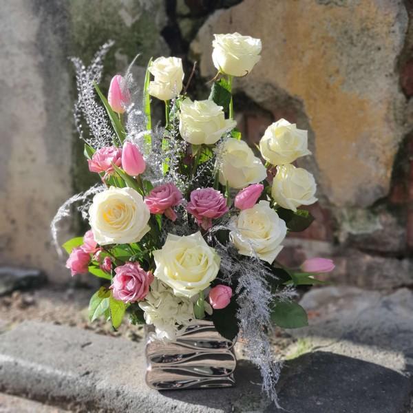 Aranjament cu trandafiri pastelați