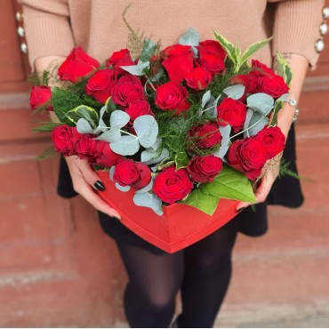 Aranjament 26 trandafiri în cutie inimă