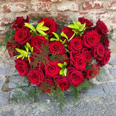 Cutie cu 25 de trandafiri