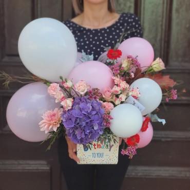Surpriză cu flori și baloane