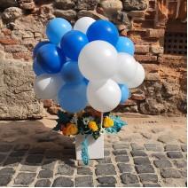 Aranjament cu baloane si flori