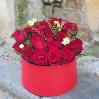 Aranjament cu 35 de trandafiri