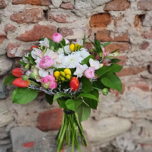 Buchet cu flori de sezon