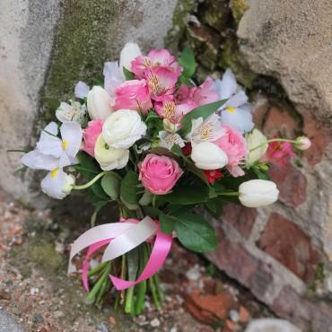 Buchet cu flori pastelate