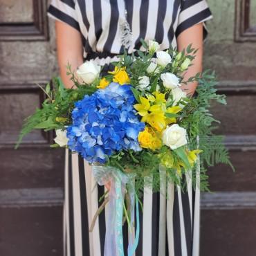 Buchet în culorile albastru-galben