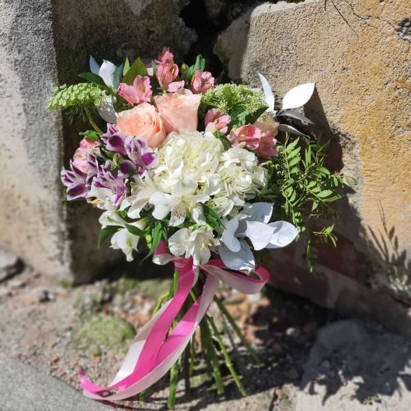 Buchet din flori pastelate