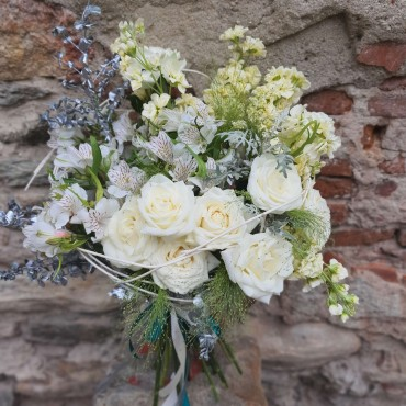 Buchet cu flori albe