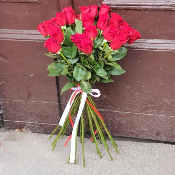 Buchet 25 de trandafiri cu tija lungă