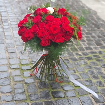 Buchet cu 49 de trandafiri