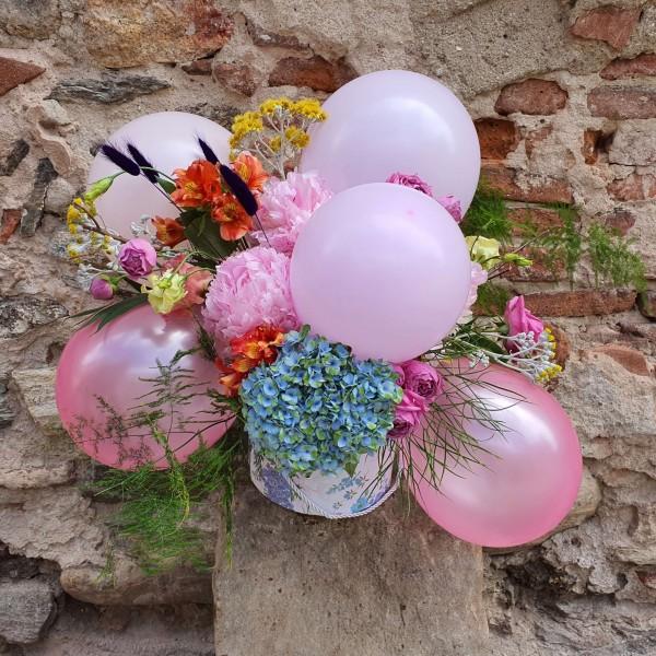 Aranjament cu baloane si bujori