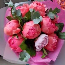 Buchet cu bujori roz si rosii